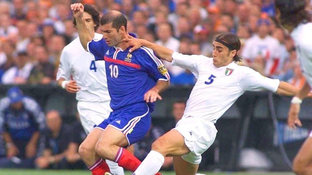 Зинедин Зидан в финале чемпионата Европы-2000