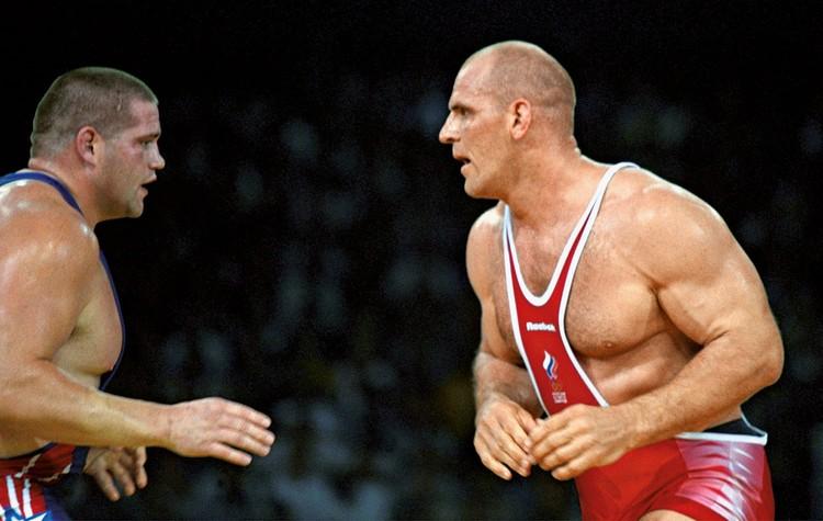 Александр Карелин уступает в финальной схватке на Олимпиаде-2000