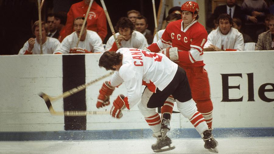 Валерий Харламов в составе сборной СССР в Суперсерии-1972 против сборной Канады