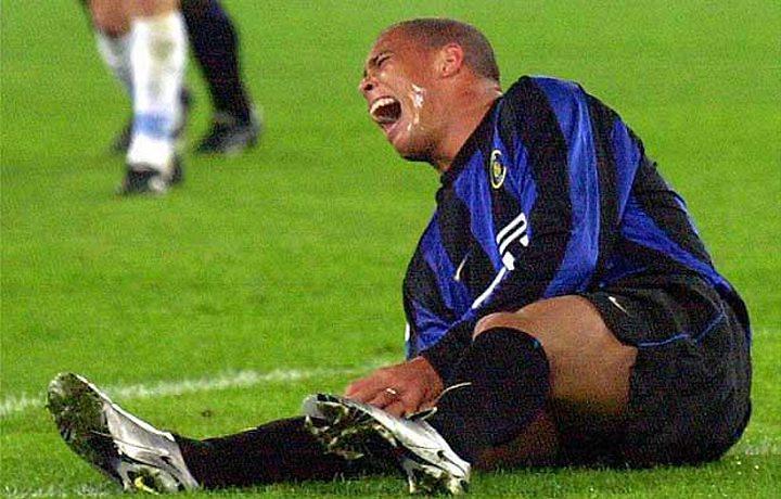 Роналдо получает травму колена в игре за «Интер»