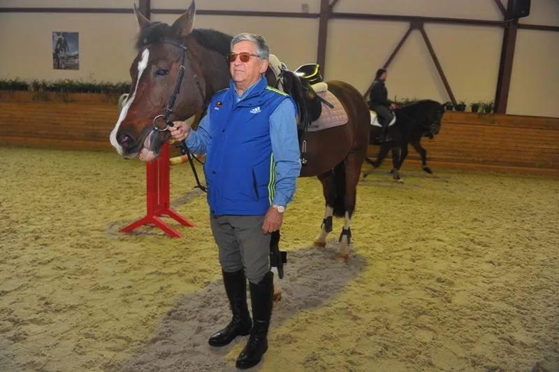 Александр Тихонов в конно-спортивном клубе