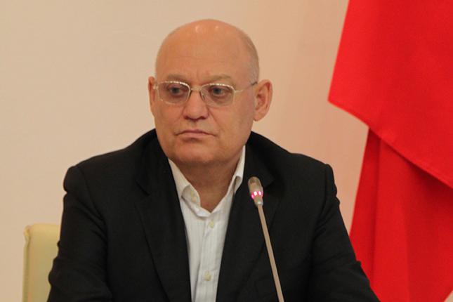 Владимир Петров - менеджер