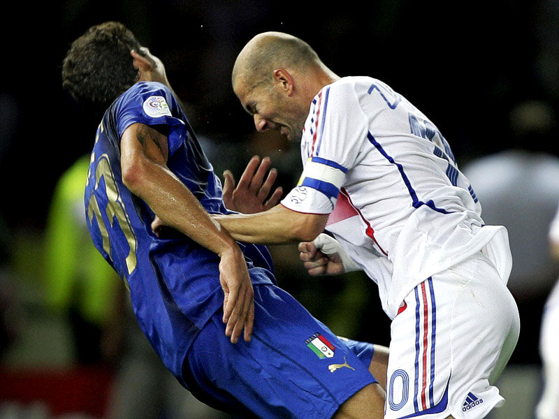 Зинедин Зидан и Марко Матерацци в финале чемпионата мира-2006