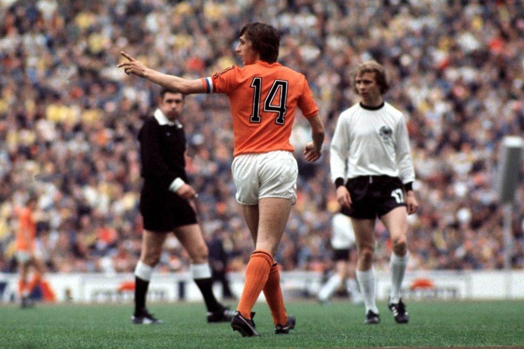 Капитан сборной Голландии Йохан Кройф в финале чемпионата мира-1974 против сборной ФРГ