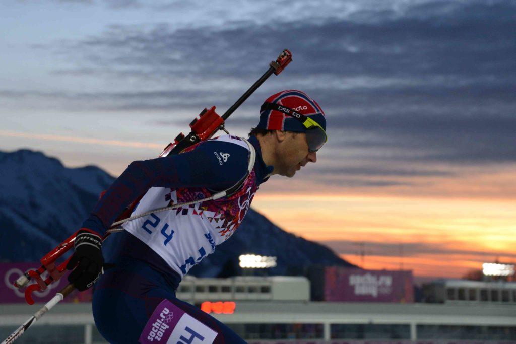 Уле Эйнар Бьорндален мчится к золоту в спринте на Олимпиаде-2014 в Сочи