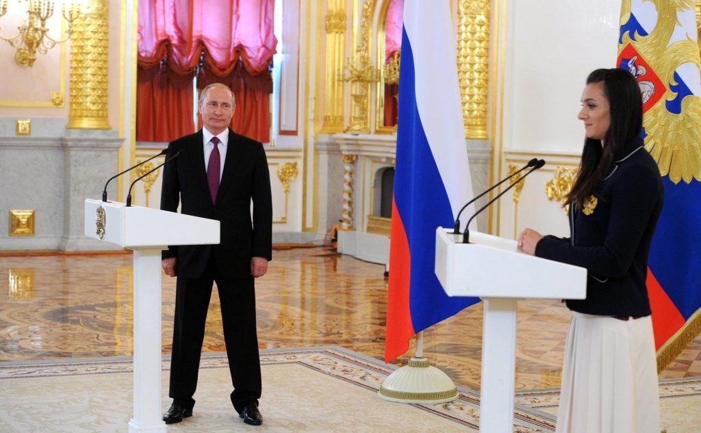 Елена Исинбаева и Владимир Путин в Кремле